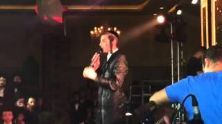 Motty Steinmetz singing at his wedding