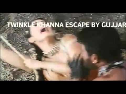 Twinkle khanna escape in mela