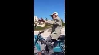 الحاج عجاج فارس على دراجة نارية في تونس شبعة ضحك