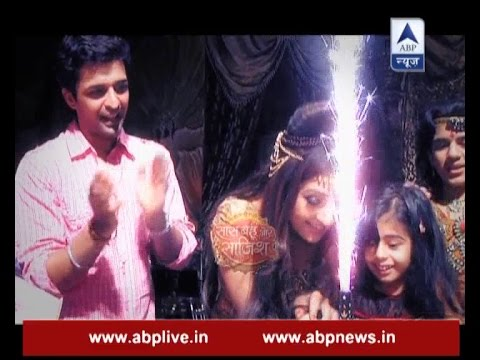 Xxx Mp4 Shani Dev Juhi Parmar Celebrates Her Birthday On The Sets But With Family 3gp Sex