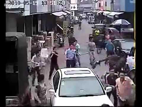 Ladrao rouba bolsa e se dá mal