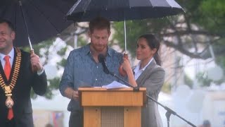 Harry and Meghan visit the outback Australian town of Dubbo