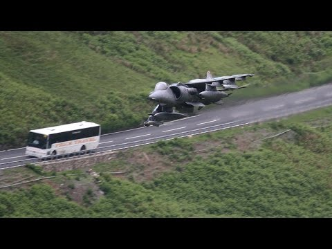watch AWESOME!! Fighter Jets Fly Low