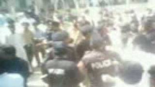 sindh university police lathi charge on gmist nazriaty committee