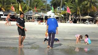 Mandi di Pantai Cenang Langkawi 21jan2012