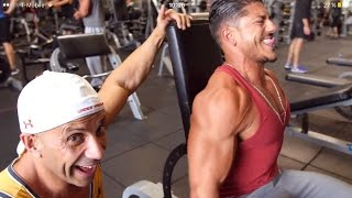 JAMO ME FORCE à FAIRE LES BICEPS au GOLD'S GYM !