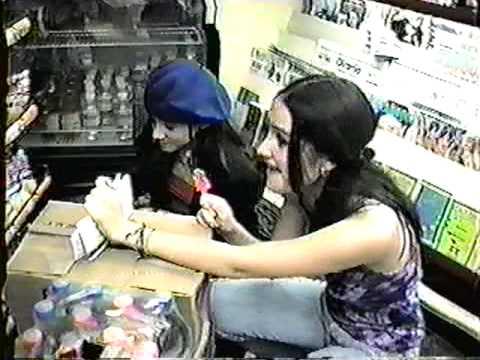 Dulce Maria y Sherlyn Cuando Eran Niñas de 12 años comiendo Helado y Paleta