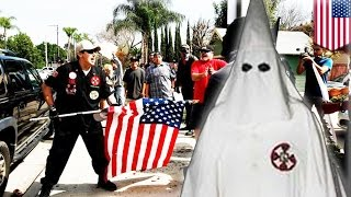 KKK 'white lives matter' protesters attacked by mob in Anaheim, 4 stabbed, 13 arrested - TomoNews