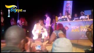 Roberto gets Ugandan, Kenyan and Zambian girls dancing kitenge song