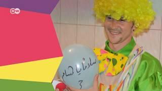 ضيف وحكاية - محمد منلا: لا يوجد ما هو أجمل من رسم الضحكة على وجوه الأطفال