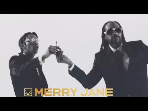 Snoop Dogg feat. Wiz Khalifa - Kush Ups [Official Music Video]