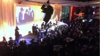 Mir Dinner: Rosh Yeshivah walks in-Shloime Gertner singing