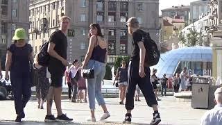 Кто Киевлянин, а Кто Турист?  Часть-5,  Туристы и Киевляне Гуляют на Майдане,