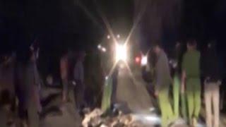 Tông nhau lăn ra đường, 2 người bị xe tải cán chết