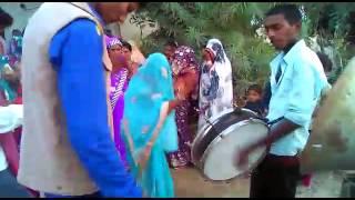 Desi dance karwi