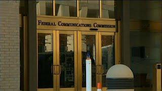 US regulators scrap net neutrality rules