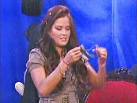 Mariana Echeverria enseña su tanga gris