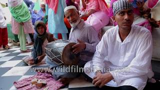 Devotion of visually challenged man singing about oneness with God | Ajmer Dargah, Rajasthan