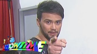 It's Showtime: Billy Crawford performs a magic trick