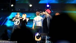 "SEUNGRI DANCING ""GOOD BOY"" WITH GD & TAEYANG (AMAZING!)"