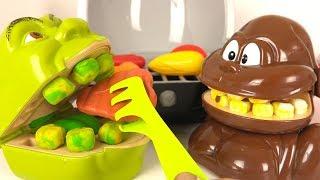 Shrek et le Singe Mangent du Barbecue, Steak, Tomates, Poulet