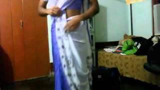 Supriya demonstrarting How to wear Mekhela-Sador