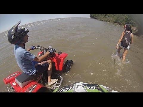 Carrera contra el río Berisso ATV Yamaha Blaster Banshee