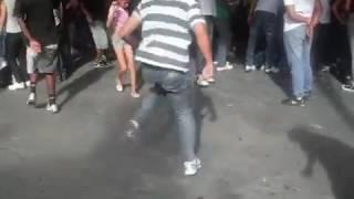 Essa menina dança muito