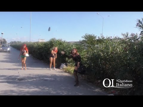 Xxx Mp4 Bari Prostitute Mostrano Genitali E Lanciano Sassi Al Giornalista 3gp Sex