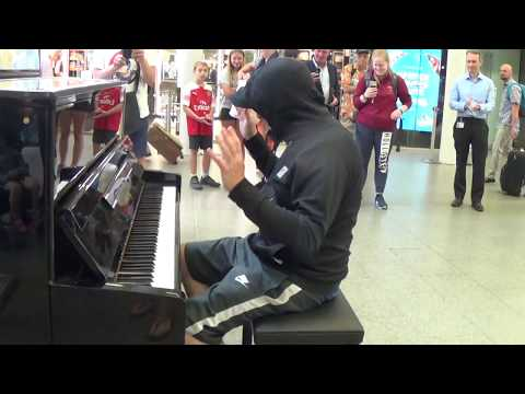 Celebrity Goes Incognito To Play a Street Piano - Public Stunned!