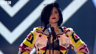 Demi Lovato - Confident (live)  BBC Radio's 1 Teen Awards