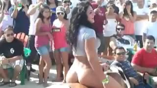 Mujer sexy  en el baile del caballo