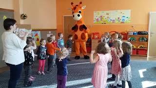 Żyrafa Ola w przedszkolu