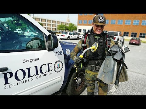 Helping the Police Find a Gun Underwater to Solve a Criminal Case Metal Detecting Underwater