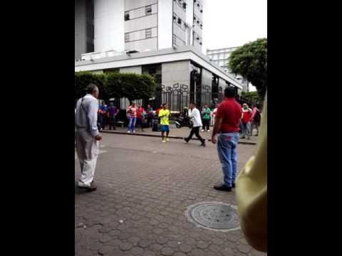 Pelea callejera centro de San José Costa Rica.