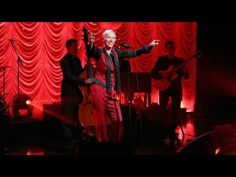 Download Annie Lennox Performs 'I Put a Spell on You'
