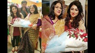 মাত্র ঘটনা অপুকে কে ফুল দিয়ে বরন করে নিচ্ছেন শাকিবের মা  !Shakib khan !Latest Bangla News