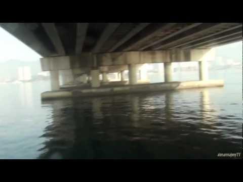 Memancing di bawah jambatan Pulau Pinang