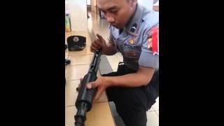 Bongkar pasang cepat senjata v2