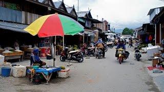 Walking in Palu ( Indonesia)