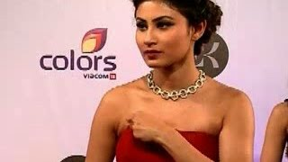Mouni Roy suffers wardrobe malfunction in Television Style Awards