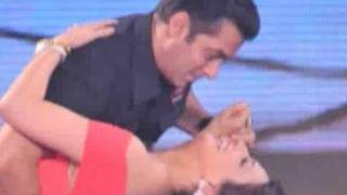 Salman Khan & Sonali Bendre dance together on a realtiy show