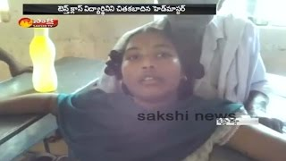 Govt School Headmaster Brutally Beats SSC Student || Family Members Protest