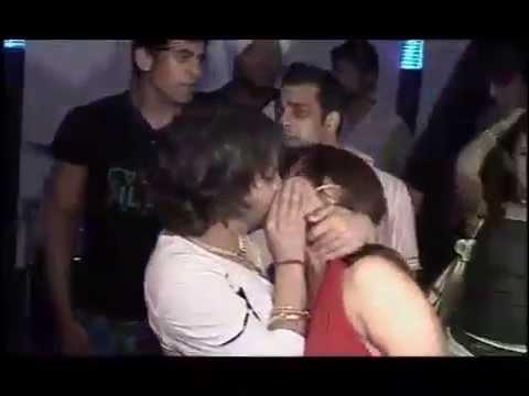 Must watch : Mika Singh Kisses Rakhi Sawant In Public
