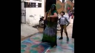 Indian Lady Dance in Holi Awesome