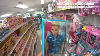 Ken (boneco / brinquedo) o namorado da Princesa Barbie (a boneca)