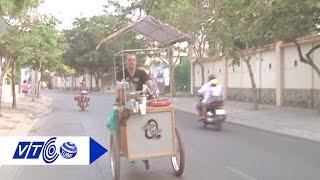 Chàng trai Pháp bán cà phê dạo ở Sài Gòn | VTC