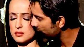 Arnav & Khushi's LOVE SCENE in Iss Pyaar Ko Kya Naam Doon 1st June 2012