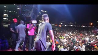 Kofi Kinaata shuts down University of Ghana's Legon Hall week with his thrilling performance.