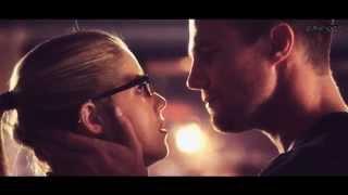 Oliver Queen and Felicity Smoak Kiss Arrow Season 3